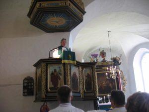Õp Walter Johanson jutlustamas